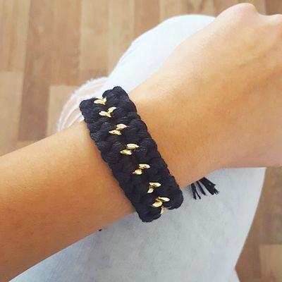 Bracelet tressé noir et chaîne dorée - bijoux tendance mode hippie chic