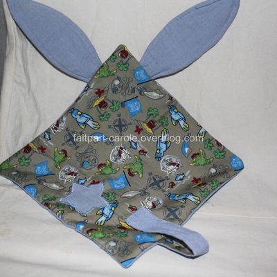 Doudou carré lapin bleu