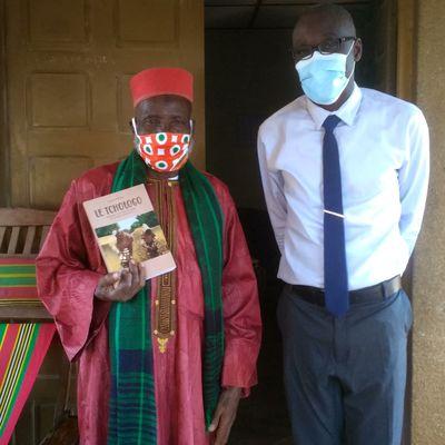 Prise de vue avec le patriarche des Niarafolo de BOUAKÉ