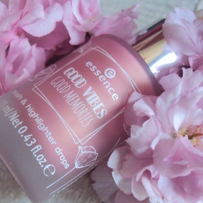 Bloom Day by Day blush & highlighter drops de Essence (coll. Good Vibes Good Memories)
