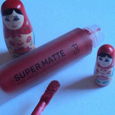 Sur mes lèvres : Cherry Bomb super matte liquid lipstick