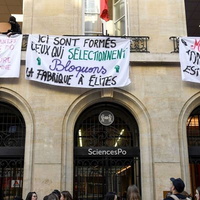 SciencesPo Paris occupé «contre la dictature macronienne»