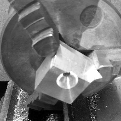 Socle de fixation pour récupérateur d'huile reniflard