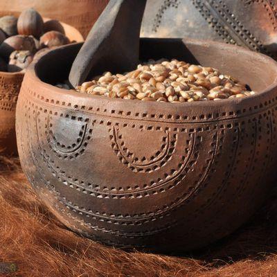 Céramiques, figurines et instruments de musique néolithiques...