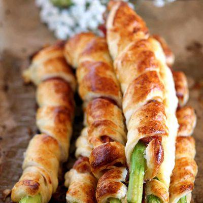 Feuilletés d'asperges vertes au jambon cru