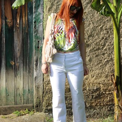 Pantalon blanc et top tropical