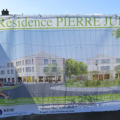 "POURQUOI L'IMMEUBLE EN CONSTRUCTION DEVANT LA GARE S'APPELLE ""PIERRE JULY""."