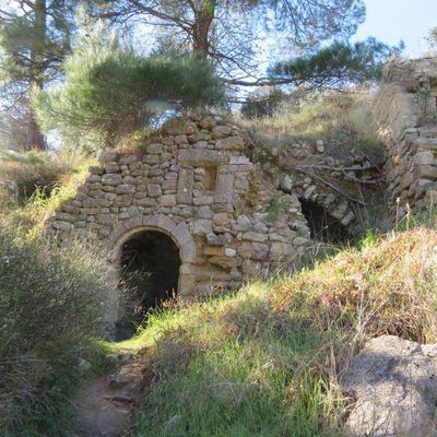 En montant au Foussa (1) : les vestiges du passé / Balade dans le village de Rognes (Bouches-du-Rhône)