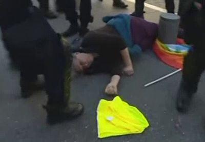 Un policier isolé a bien provoqué la chute de Geneviève Legay manifestante grièvement blessée à Nice