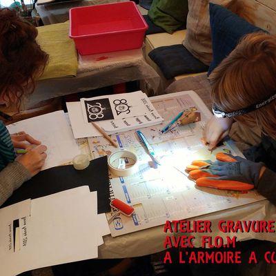 Atelier gravure en famille pour des cartes de voeux