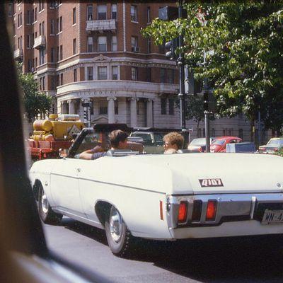 """Avant la parution de """"Taper la route"""" : figures d'Américains en voiture (6)."""