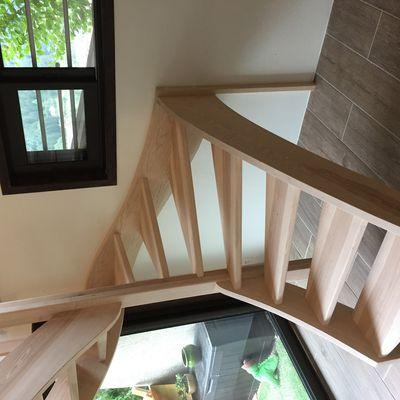 Réalisation chevêtre et pose escalier en bois de frêne