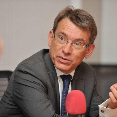 Emmanuel BARBE très bousculée lors de la réunion à Auxerre le 14 juin dernier