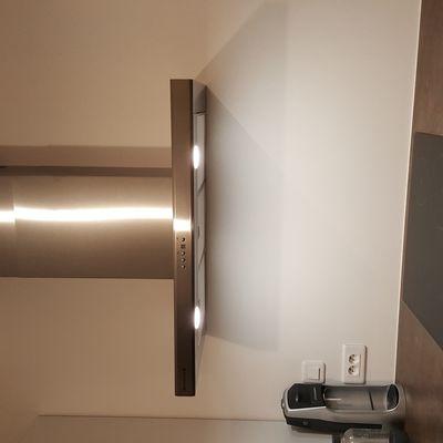 Pose de la hotte dans la cuisine (Dedietrich DHD1509X)