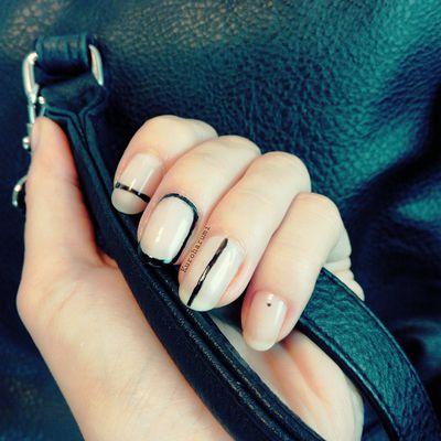 Mini mani : nail art minimaliste