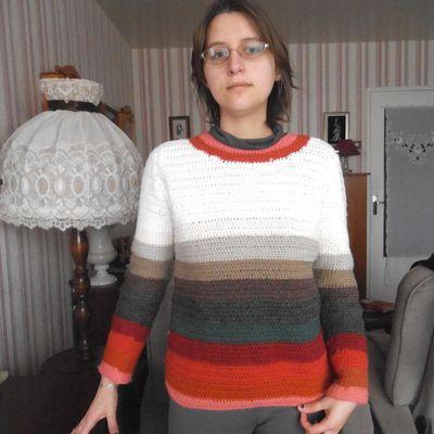 pull multicolore au crochet ; défi de Dane