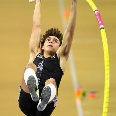 Meeting de Glasgow : nouveau record du monde de la perche pour Armand Duplantis avec 6,18 m