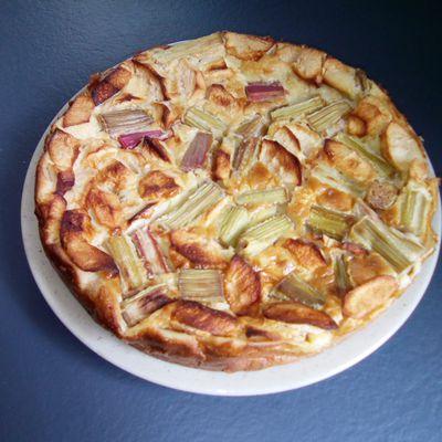 Clafoutis aux pommes et à la rhubarbe
