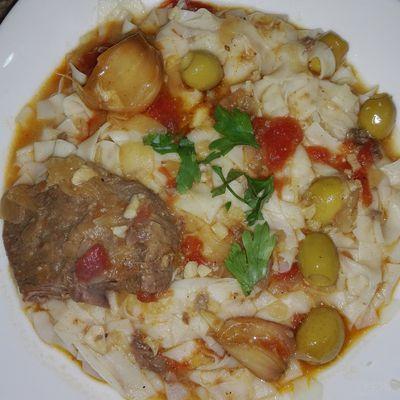 Pâtes aux bœuf et olives vertes dénoyautées
