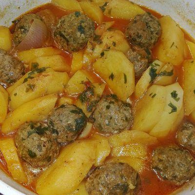 Ragoût de pommes de terre aux boulettes de viande hachée