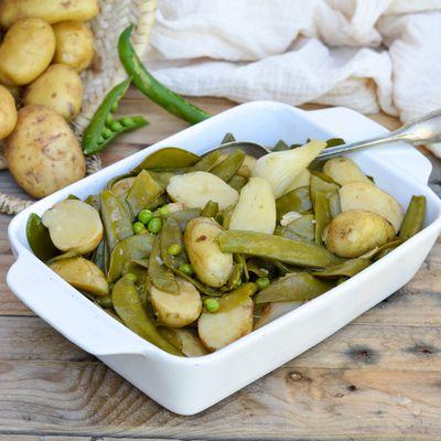 Jardinière de pommes de terre de primeur et légumes nouveaux