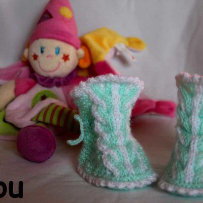 Chaussons à torsades au tricot