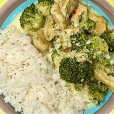 Poulet au curry au brocolis ( pour 4 personnes )