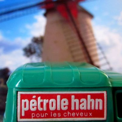 RENAULT 4 FOURGONNETTE PETROLE HAHN NOREV 1/43.