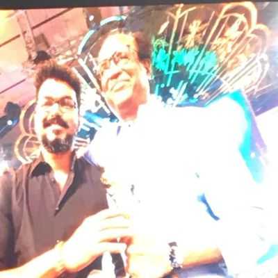 VIJAY GIVING AWARD TO SUPER STAR RAJNIKANTH !