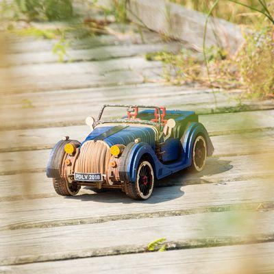 Ugears Models Roadster VM-01 : ne cherchez plus, voici le cadeau parfait !