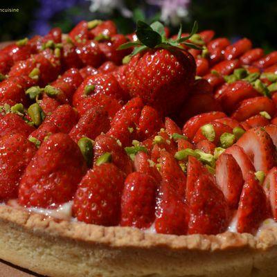 Tarte aux fraises, crème vanille et éclats de pistacheB