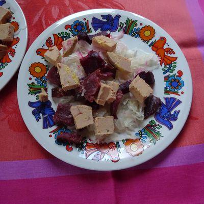Salade de choucroute crue au foie gras et magret fumé