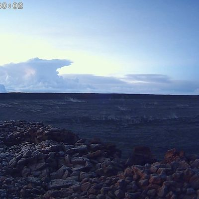 Explosion at Kilauea's Overlook crater !