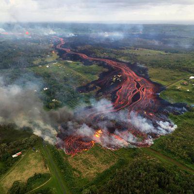 Activity of Kilauea, Sinabung, Agung, and Steamboat geyser