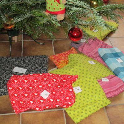 Des cadeaux emballés dans du tissu