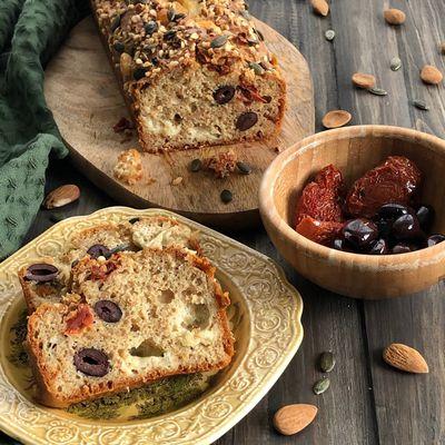 Plum-cake Integrale con Olive, Pomodori Secchi e Scamorza