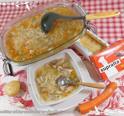 Soupe de poulet aux légumes et cheveux d'ange