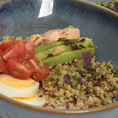 Salade de quinoa, tomates, avocat et algues