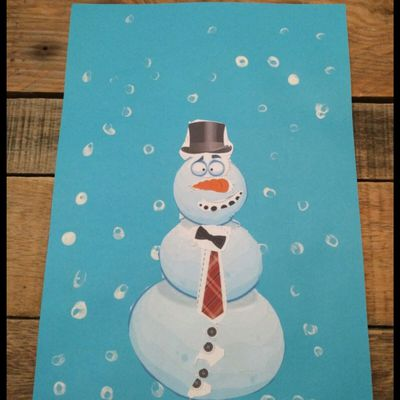 Bonhomme de Neige à découper et peinture coton-tige.