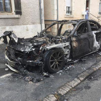 Le conducteur de la Mercedes brulée avait été interpellé par la police vendredi