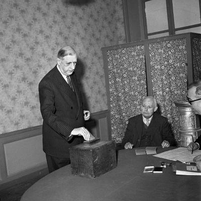 En 1958, le général de Gaulle s'inscrivait hors des partis politiques