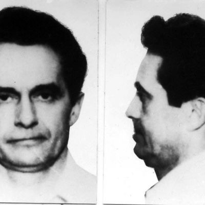 FBI agents spent decades searching for a mobster wanted in a cop killing. Then they found his secret room.