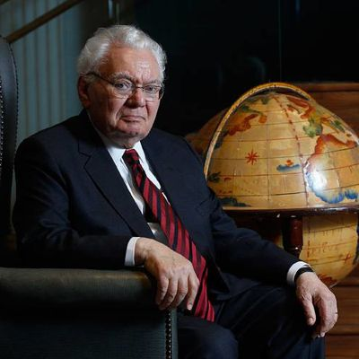 Holocaust Survivor, Scholar Pleads for Focus on Human Rights in Talk at Dartmouth