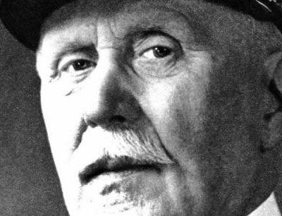 """Macron justifie un hommage à Pétain, qui a """"aussi été un grand soldat"""""""