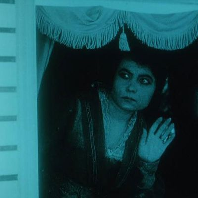 Idle wives (Lois Weber, 1916)