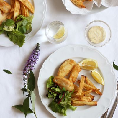 Fish and chips, sauce mayonnaise à l'aneth-câpre & sa salade fraîcheur