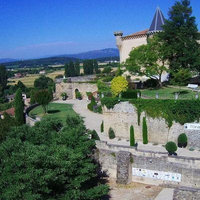 Vue du château par drone et le menu