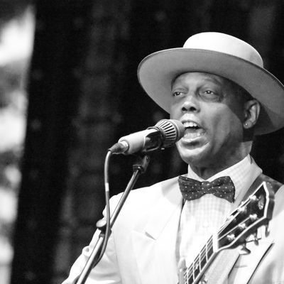 60EME GRAMMY ADWARDS BEST TRADITIONAL BLUES ALBUM: ERIC BIBB