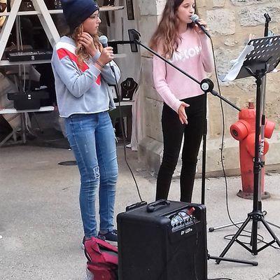 GIRLS SING IN THE STREET