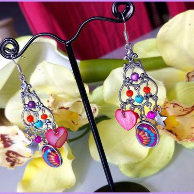 Boucles d'oreilles trés bohèmes !! trés colorées , mélange de perles